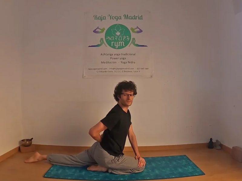 Yoga tradicional Eka Pada Raja Kapotasana