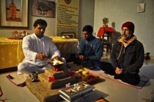 Parikshiti Mhaispurkar en Yoga Vidya Gurukul